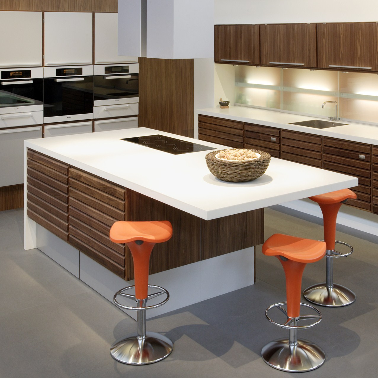 Experts of kitchen worktops of uk on corian repair - Cocinas con isla ...