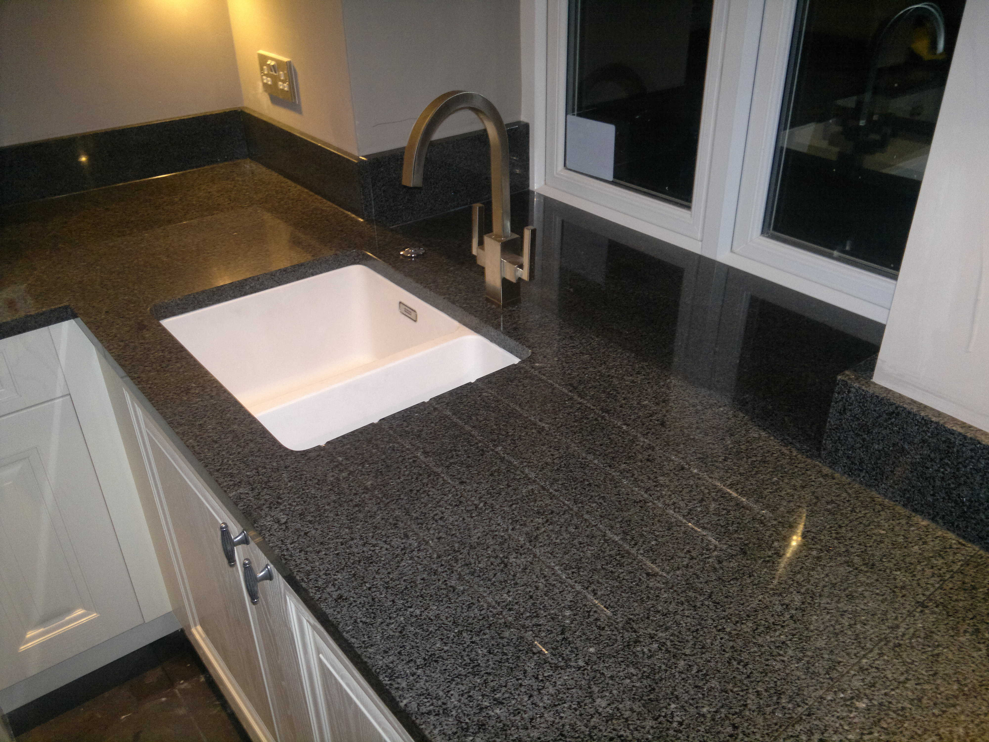 Stock Clearance And Heavy Discounts On Granite Tiles And Sinks